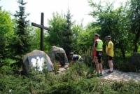 Złożenie znicza w miejscu pamięci w Osówcu